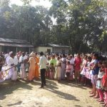 Gathering to see the padayatra float